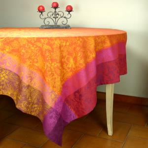 "Set of a Rectangle 69x118"" Jacquard Bric Tablecloth ""Colombes"" and 8 napkins"